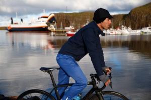 men-city-cycling-trousers-bernadette-blue-action-2