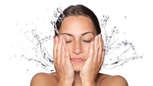 Nettoyer-la-peau-de-son-visage-une-etape-essentielle-dans-votre-routine-de-soin