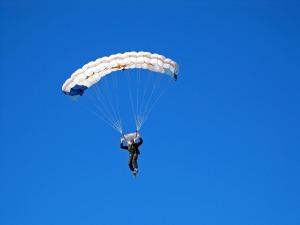 parachutist-2479220_1920